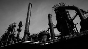 Dunkle gespenstische städtische Stahlkonstruktion Lizenzfreie Stockfotos