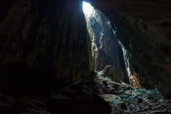 Dunkle Höhlen bereisen an Batu-Höhlen bei Kuala Lumpur Stockfoto