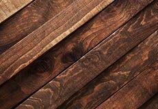 Dunkle hölzerne Beschaffenheit Alte hölzerne Planken des diagonalen Hintergrundbrauns lizenzfreie stockfotos