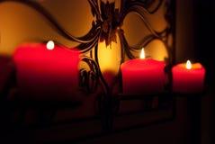 Dunkle Kerzen stockfoto