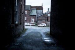 Dunkle leere Straße, verlassen Stockfoto