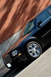 Dunkle Limousine Lizenzfreie Stockfotos