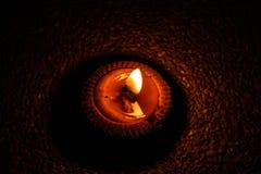 Dunkle Nacht mit der Beleuchtung von Kerzen Lizenzfreie Stockfotos
