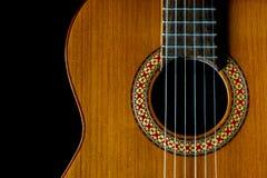 Dunkle Nahaufnahme klassischer Gitarre Manuel Rodriguez Models A, Kopienraum stockbilder