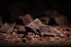 Dunkle Schokoladen-Blöcke und Stücke Lizenzfreie Stockfotografie