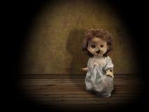 Dunkle Serie - gespenstische Puppe der Weinlese Lizenzfreie Stockfotos