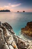 Dunkle Steine auf adriatischem Meer, Montenegro Lizenzfreie Stockfotografie
