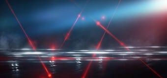 Dunkle Stra?e, Reflexion des Neonlichtes auf nass Asphalt Strahlen hellen und roten Laserlichts in der Dunkelheit stockfotografie