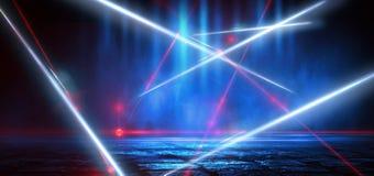 Dunkle Stra?e, Reflexion des Neonlichtes auf nass Asphalt Strahlen hellen und roten Laserlichts in der Dunkelheit stockbilder
