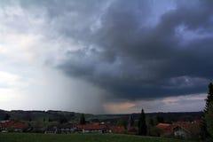 Dunkle Sturmwolken Stockfotografie