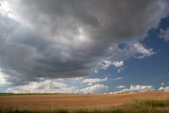 Dunkle und schwere Wolken Stockfoto