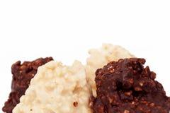Dunkle und weiße Mandeltrüffelschokolade Stockbild