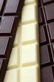 Dunkle und weiße Schokolade Lizenzfreie Stockfotos