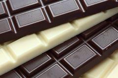 Dunkle und weiße Schokolade Stockfotos