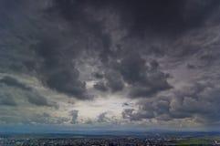 Dunkle Wolken über Baia Stute Stockfotografie