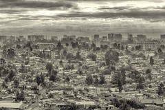 Dunkle Wolken über der Stadt von Addis Ababa Stockbilder