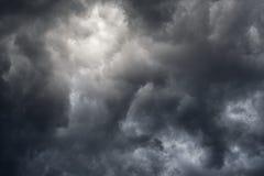 Dunkle Wolken Lizenzfreie Stockfotos