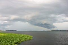 Dunkle Wolken stockfoto