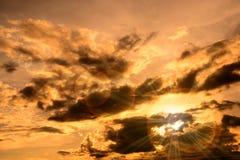 Dunkle Wolken auf Himmel Lizenzfreie Stockfotografie