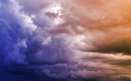 Dunkle Wolken Farbe tonte Bild Lizenzfreies Stockfoto