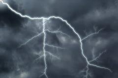 Dunkle Wolken vor einem Gewitter Lizenzfreies Stockbild