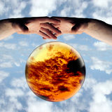 Dunkle Wolken voran lizenzfreie stockfotos