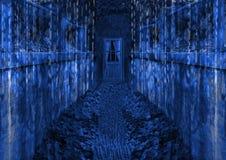 Dunkler futuristischer Pfad, der zu dunkelblaue Tür führt Lizenzfreies Stockfoto