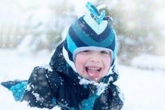 Dunkler hölzerner Hintergrund mit Schneeflocken Lizenzfreies Stockfoto