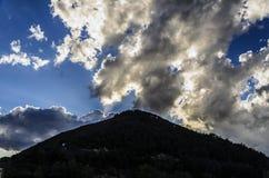 Dunkler Hügel Stockbild