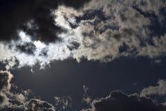 Dunkler Himmel-Mond Stockfoto