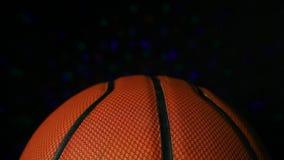 Dunkler Hintergrund des ledernen Basketballdisco-Lichtes niemand hd Gesamtlänge stock footage