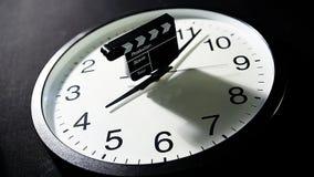 Dunkler Hintergrund des Uhrscharnierventilbrettes niemand hd Gesamtlänge stock video footage