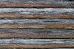 Dunkler Hintergrund von der alten Blockhauswand Lizenzfreies Stockfoto