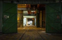 Dunkler industrieller Innenraum Lizenzfreies Stockbild