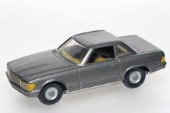 Dunkler klassischer Mercedes spielen Autos Stockbild