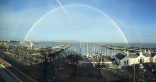 Dunkler Laoghaire-Hafen-Regenbogen Dublin Lizenzfreies Stockfoto