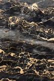 Dunkler Marmor mit goldenen Adern Stockbild