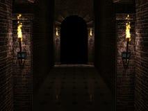 Dunkler Schlosskorridor Lizenzfreie Stockfotografie