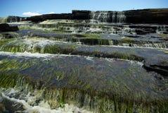 Dunkler Wasserfall Stockfotografie
