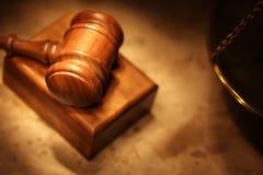Dunklerer Schuß einer Rechtsauffassung Lizenzfreie Stockfotos
