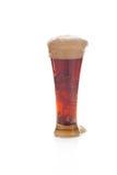 Dunkles Bier mit dem Schaumgummi in einem Glas lizenzfreies stockfoto