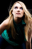 Dunkles drastisches Porträt von einem schönen blonden Lizenzfreie Stockfotografie