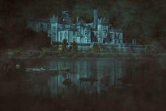 Dunkles frequentiertes Schloss Stockfoto