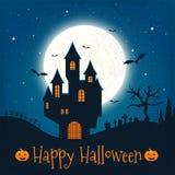 Dunkles Haus auf blauem Vollmond Glückliches Halloween Lizenzfreie Stockfotografie