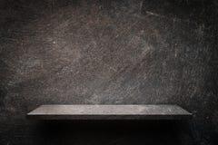 Dunkles rustikales Zementregal-Anzeigenprodukt stock abbildung
