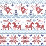 Dunkles und hellblaues und rotes Scnadinavian-Weihnachtskreuzstichmuster einschließlich Ren, Schneeflocke, Stern, Weihnachtsbaum, stockbild