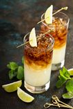 Dunkles und stürmisches Cocktail lizenzfreies stockfoto