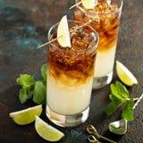 Dunkles und stürmisches Cocktail stockbilder