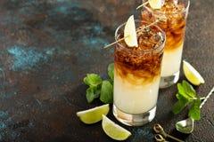 Dunkles und stürmisches Cocktail lizenzfreie stockbilder
