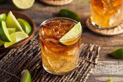 Dunkles und stürmisches Rum-Cocktail lizenzfreies stockbild
